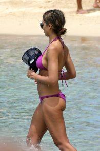 jessica-alba-wet-pokies-bikini-in-hawaii-05