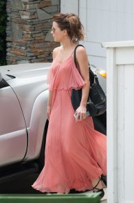 kate-beckinsale-braless-pokies-in-los-angeles-07