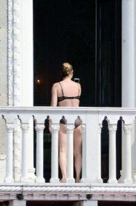 kate-moss-see-through-bra-on-the-balcony-venice-08