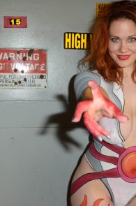 maitland-ward-fully-nude-bodypaint-at-comic-con-01