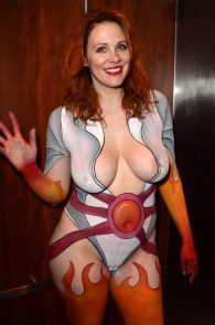 maitland-ward-fully-nude-bodypaint-at-comic-con-04
