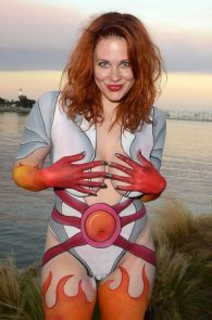 maitland-ward-fully-nude-bodypaint-at-comic-con-05