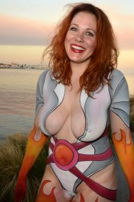 maitland-ward-fully-nude-bodypaint-at-comic-con-08