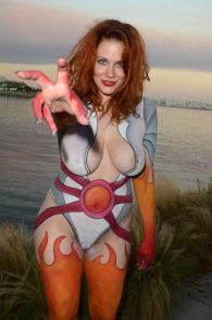 maitland-ward-fully-nude-bodypaint-at-comic-con-18