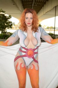 maitland-ward-fully-nude-bodypaint-at-comic-con-31