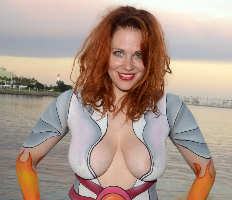 maitland-ward-fully-nude-bodypaint-at-comic-con-40