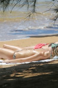 margot-robbie-topless-on-the-beach-in-hawaii-01