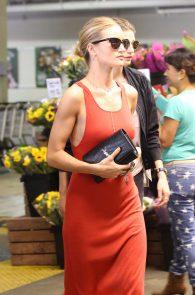 rosie-huntington-whiteley-pokies-while-out-shopping-01