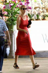 rosie-huntington-whiteley-pokies-while-out-shopping-07