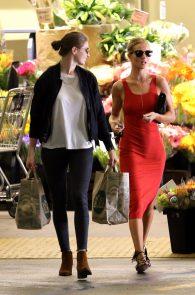 rosie-huntington-whiteley-pokies-while-out-shopping-09