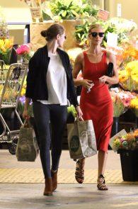 rosie-huntington-whiteley-pokies-while-out-shopping-12