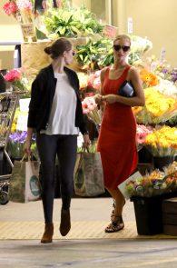 rosie-huntington-whiteley-pokies-while-out-shopping-14