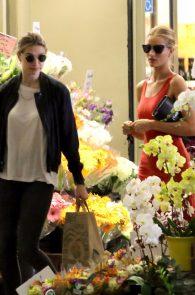 rosie-huntington-whiteley-pokies-while-out-shopping-18