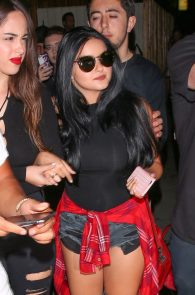 ariel-winter-ass-cheeks-in-ripped-shorts-at-the-nice-guy-02