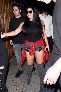 ariel-winter-ass-cheeks-in-ripped-shorts-at-the-nice-guy-05