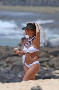 britney-spears-wearing-a-bikini-in-hawaii-02