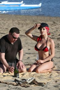 courtney-stodden-bikini-areola-slip-in-venice-04