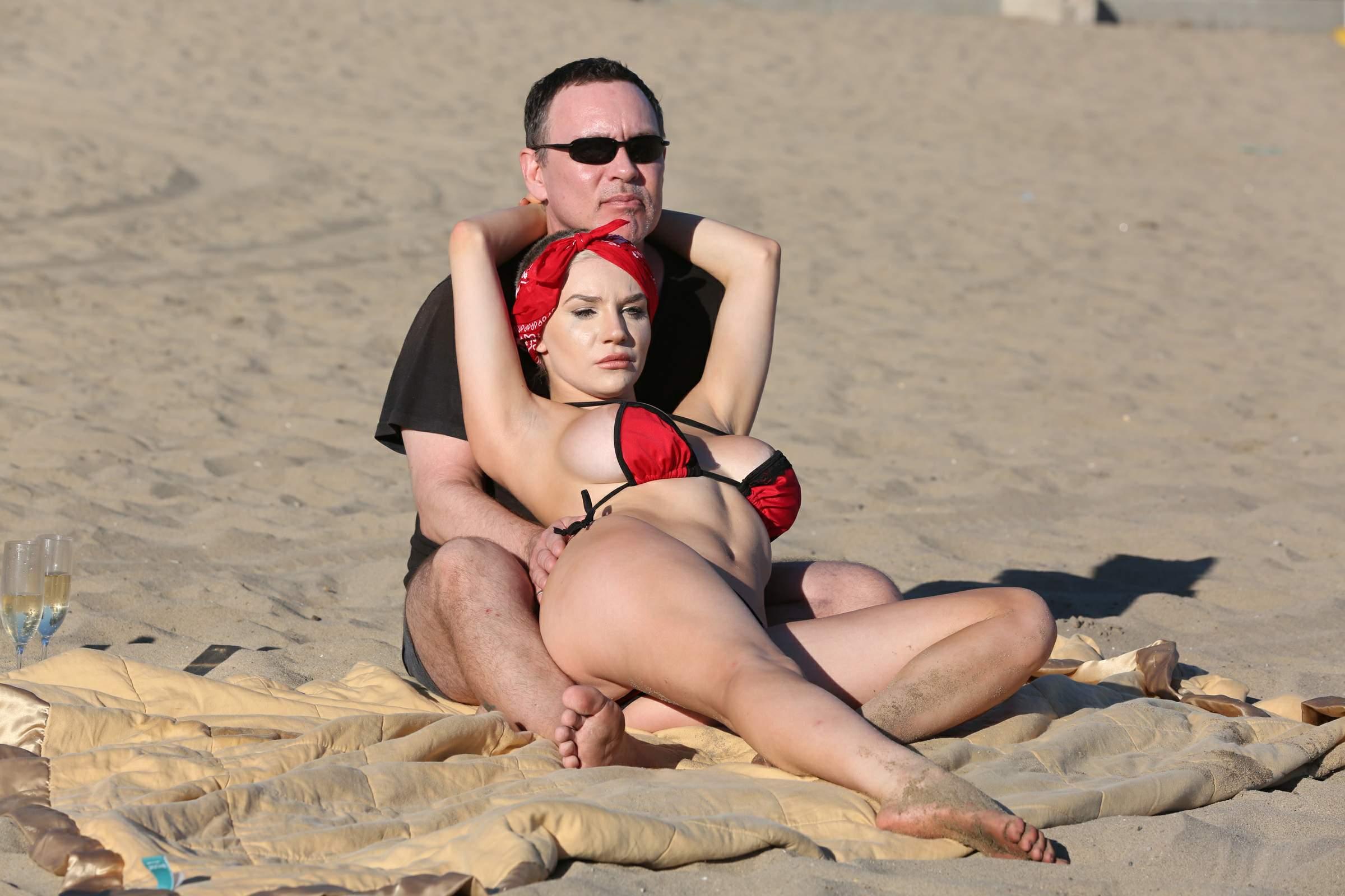 с женой на пляже фото секс смотреть