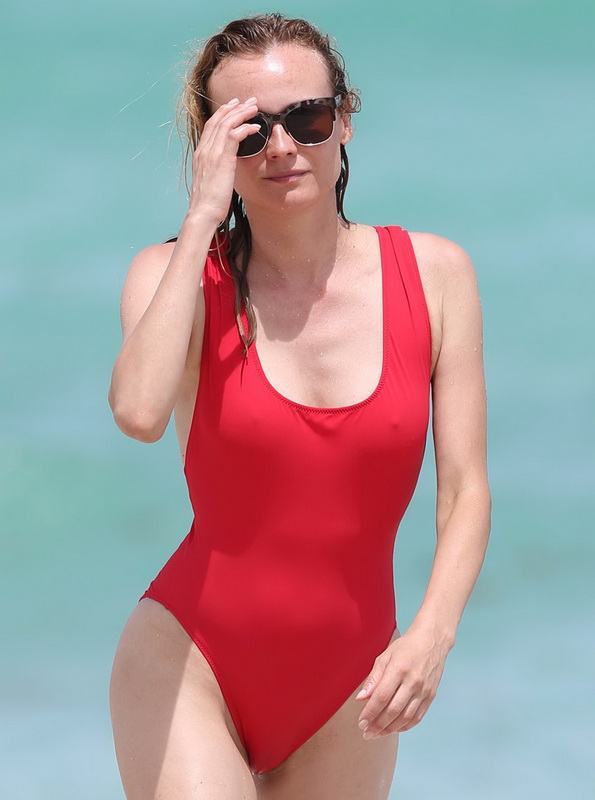 diane-kruger-swimsuit-pokies-cameltoe-in-miami-31