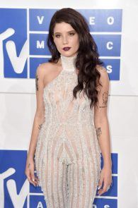 halsey-braless-see-through-at-mtv-video-music-awards-in-ny-05