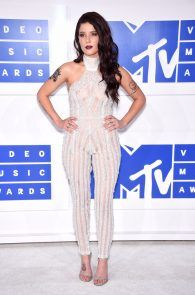 halsey-braless-see-through-at-mtv-video-music-awards-in-ny-19