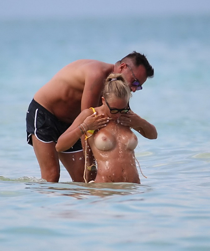 laura-cremaschi-topless-in-miami-17