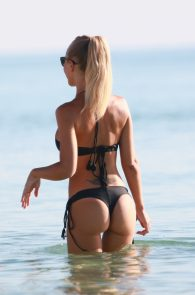 laura-cremaschi-wearing-a-thong-bikini-pussy-lips-in-miami-beach-14