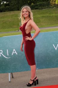 nell-hudson-sideboob-at-victoria-premiere-in-london-03