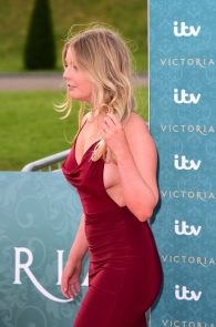 nell-hudson-sideboob-at-victoria-premiere-in-london-04