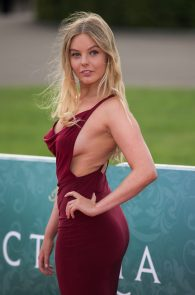 nell-hudson-sideboob-at-victoria-premiere-in-london-08