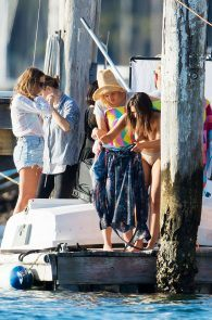 olympia-valance-topless-candids-in-sydney-14