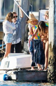 olympia-valance-topless-candids-in-sydney-16