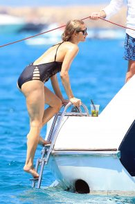 paris-hilton-ass-in-swimsuit-in-ibiza-09