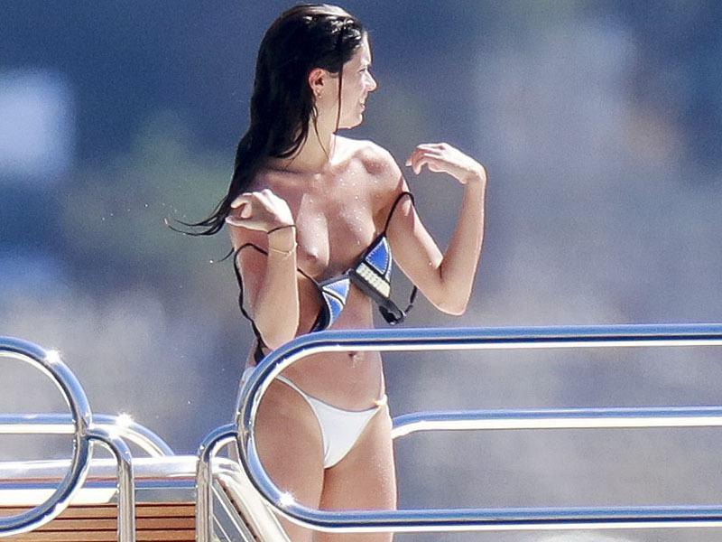 Sara-Sampaio-Topless-Sunbathing-On-A-Yacht-In-St-Tropez-06  Celebrity-Slipscom-3362