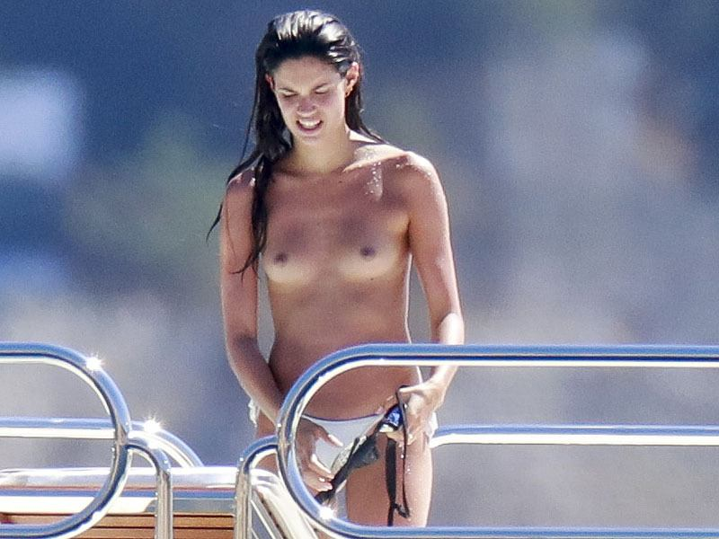 sara-sampaio-topless-sunbathing-on-a-yacht-in-st-tropez-07