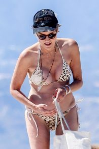 sharon-stone-nipple-slip-on-the-beach-in-venice-10