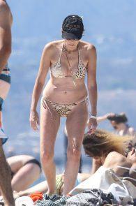sharon-stone-nipple-slip-on-the-beach-in-venice-15