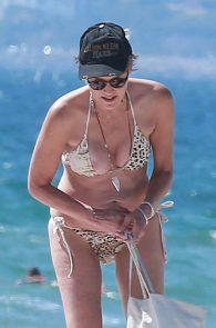 sharon-stone-nipple-slip-on-the-beach-in-venice-17