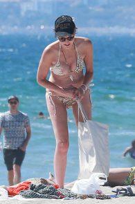 sharon-stone-nipple-slip-on-the-beach-in-venice-18