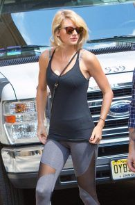 taylor-swift-cameltoe-leaving-gym-in-nyc-01