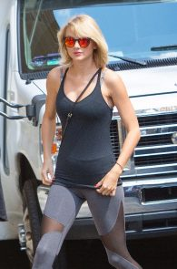 taylor-swift-cameltoe-leaving-gym-in-nyc-06