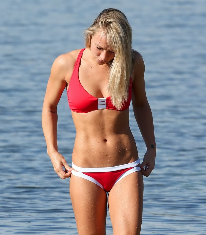 chloe-madeley-red-bikini-cameltoe-in-ibiza-01