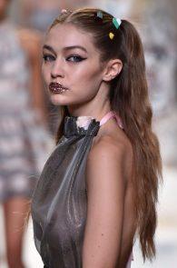 gigi-hadid-see-through-to-boobs-at-fendy-fashion-show-milan-03