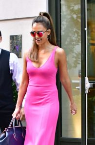 jessica-alba-pokies-in-a-pink-dress-in-nyc-02