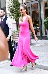 jessica-alba-pokies-in-a-pink-dress-in-nyc-03