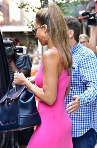jessica-alba-pokies-in-a-pink-dress-in-nyc-04