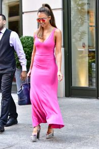 jessica-alba-pokies-in-a-pink-dress-in-nyc-07