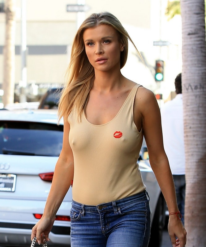 joanna-krupa-braless-pokies-in-los-angeles-01