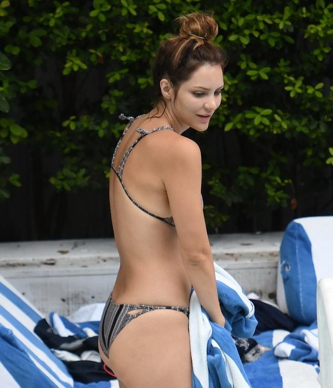 katharine-mcphee-wearing-a-bikini-in-miami-01