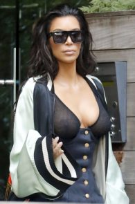 kim-kardashian-see-through-bra-in-new-york-06